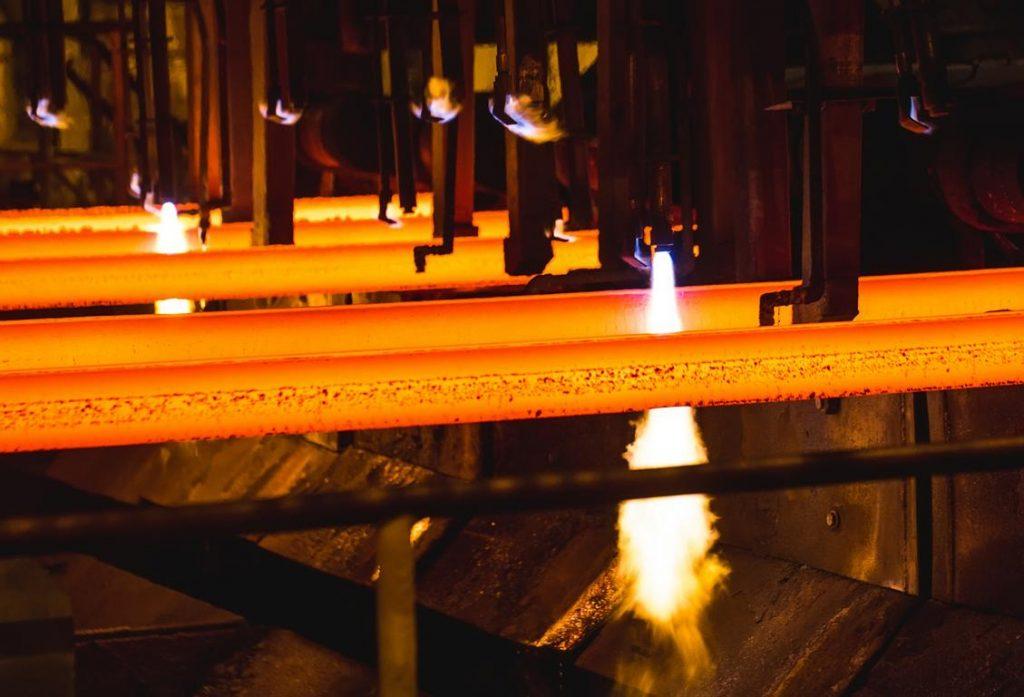 Brennschneiden von Stahl - davit85 · adobe.com